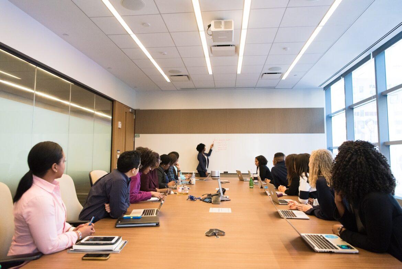 Hvorfor have et whiteboard på arbejdspladsen? 4 gode grunde
